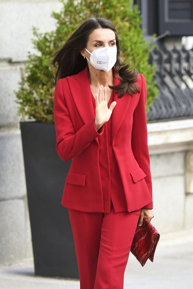 Фото №3 - Идеально сидящий костюм— залог успешного образа: подтверждено королевой Летицией