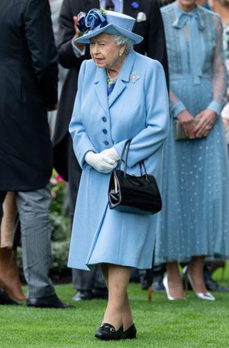 Фото №6 - Не просто платье: что Кейт хотела сказать Королеве своим нарядом