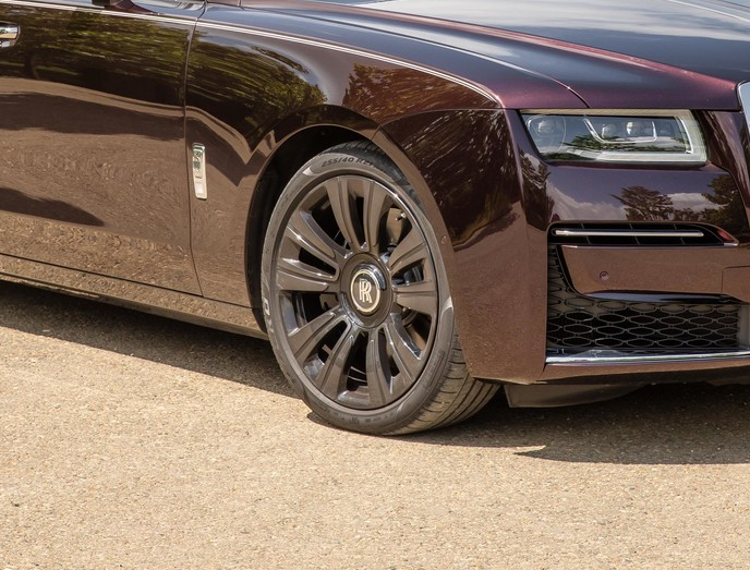Фото №4 - Ти-ши-на! 10 важных фактов о новом Rolls-Royce Ghost