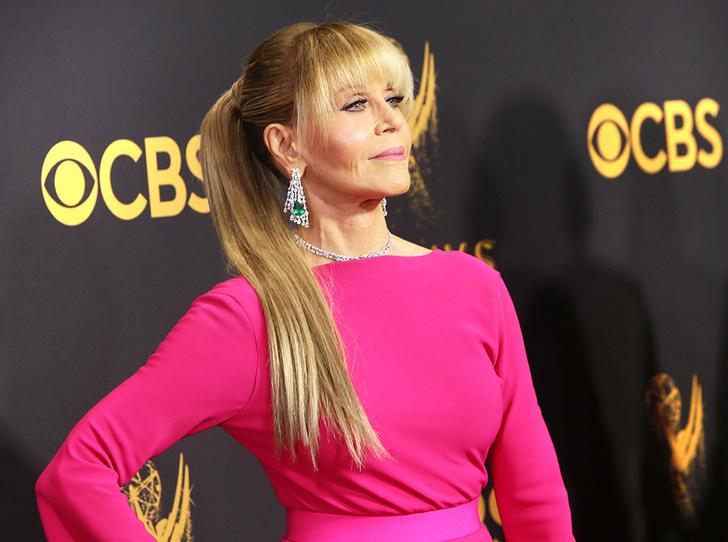 Фото №1 - Как носить нарощенные волосы, как Джейн Фонда, и выглядеть на 20 лет моложе