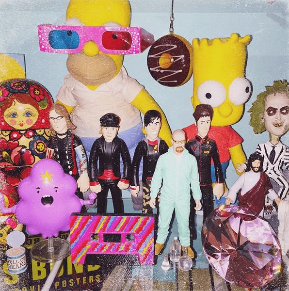 Фото №13 - Звездный Instagram: Игрушки знаменитостей