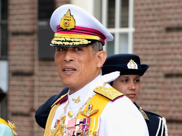 Фото №1 - Король Таиланда женился на женщине-генерале