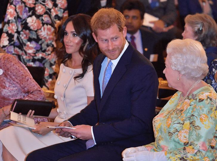 Фото №2 - Как королева поддерживает принца Гарри и герцогиню Меган
