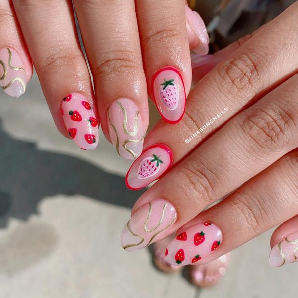 Фото №3 - Клубничный маникюр— дизайн ногтей, который все будут носить этой осенью