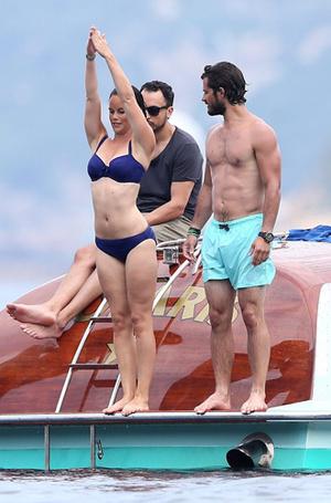 Фото №34 - Королевский пляж: плавки и бикини монарших особ