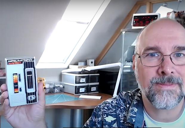 Фото №1 - Техноблогер взял свои старые гаджеты и снял видео про эволюцию смартфонов