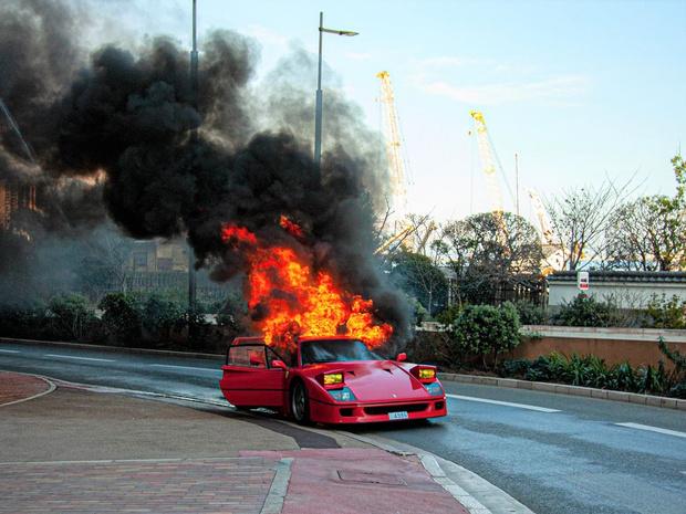 Фото №2 - Красивое, но печальное зрелище: в Монте-Карло сгорел редкий Ferrari за миллион фунтов (видео)