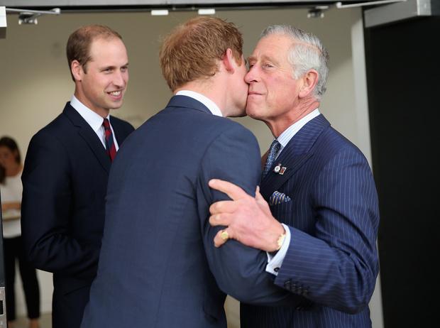 Фото №2 - Кто и чем расстроил принца Чарльза
