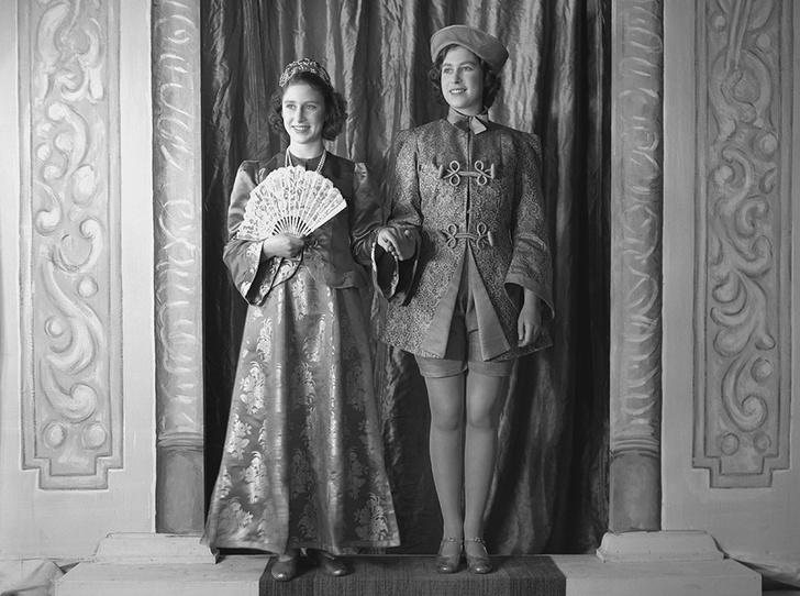 Фото №20 - Рождественский театр Виндзоров: как принцессы Елизавета и Маргарет поднимали боевой дух нации