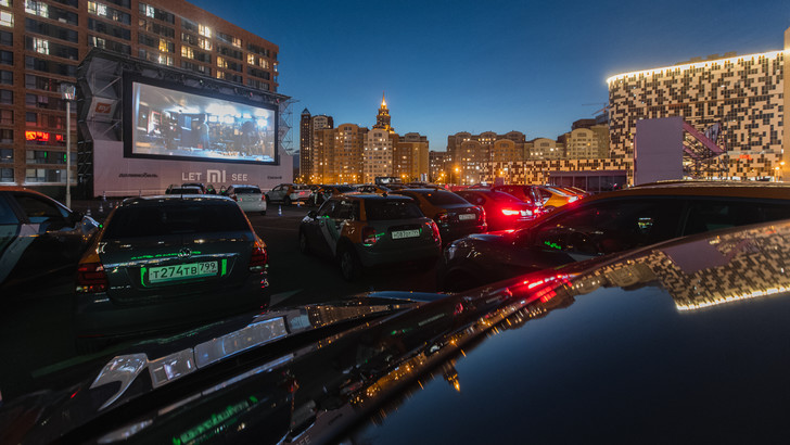 Drive-in кинотеатр под открытм небом