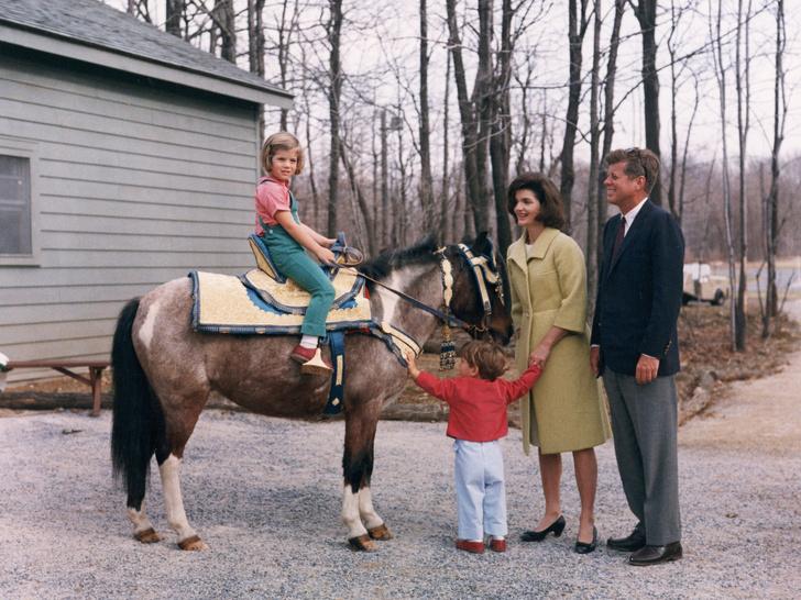 Фото №12 - Счастье на четверых: самые трогательные фото четы Кеннеди с детьми