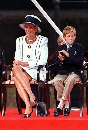 Фото №8 - Фирменные позы и жесты королевских особ (а вы замечали?)