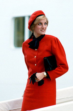 Фото №75 - 70 красных нарядов: как принцесса Диана носила любимый цвет
