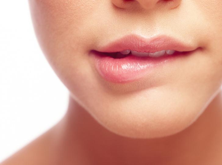 Фото №1 - 6 причин, почему питательные бальзамы для губ еще больше сушат кожу