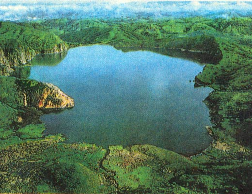 Фото №1 - Ниос, озеро-убийца