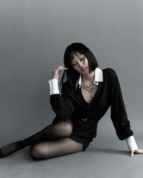 Фото №2 - В стиле k-pop: Дженни из BLACKPINK показала идеальный образ на 1-е сентября