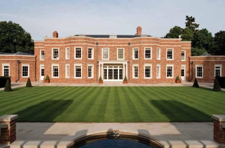 Фото №1 - Богач из России купил в Англии дворец за 2 млрд: фото особняка