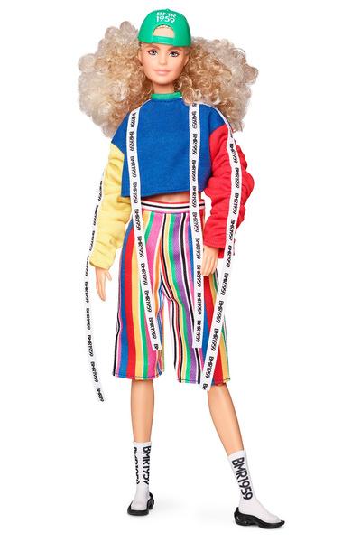 Фото №1 - Hottest streetwear trends: Mattel выпустила ультрамодную Барби XXI века