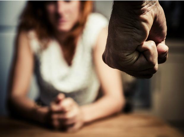 Фото №5 - Как защититься, если вы столкнулись с насилием: 8 главных шагов