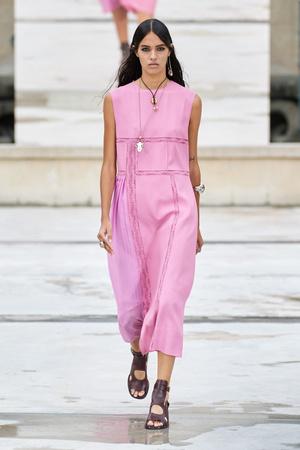 Фото №27 - Полный гид по самым модным платьям для весны и лета 2021