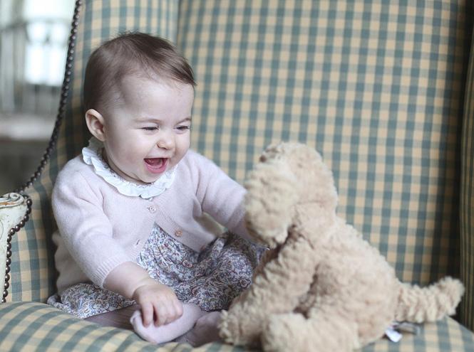 Фото №1 - Опубликованы официальные фото принцессы Шарлотты
