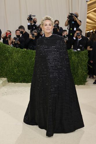 Фото №13 - «Тоже хочу ходить на мероприятия в одеяльце»: Настя Бэдбарби оценила наряды с Met Gala 2021