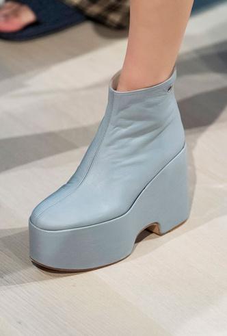 Фото №7 - Самая модная обувь весны и лета 2020: советы дизайнеров