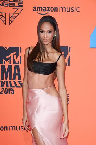 Фото №34 - Премия MTV EMA: лучшие звездные образы за всю историю