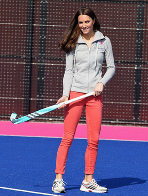 Фото №19 - Любимые кроссовки герцогини Кейт: от спортивных до повседневных