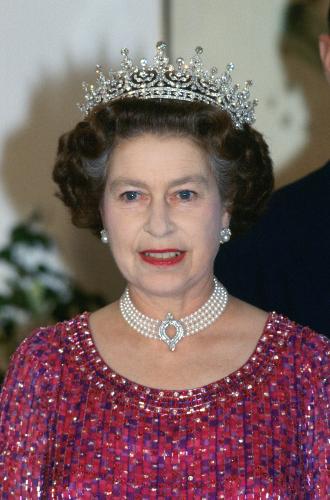Фото №5 - Королевские драгоценности: самые роскошные украшения Елизаветы II