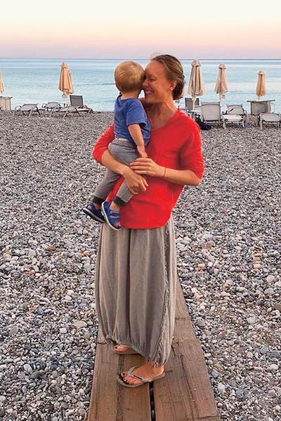 Фото №5 - Ольга Ломоносова: «Когда трое детей, не до маникюра»