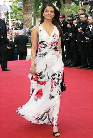 Фото №24 - Болливуд в Каннах: Айшвария Рай и все ее наряды за историю кинофестиваля