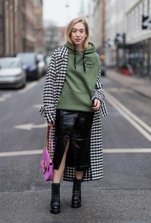 Фото №2 - Резкие и дерзкие: как носить грубые ботинки в разных стилях
