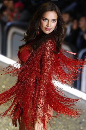 Фото №13 - 10 фактов, которые следует знать об ангелах и Victoria's Secret Show 2016