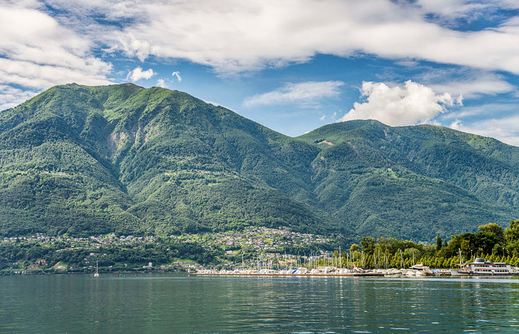Фото №1 - В Швейцарии выставлены на продажу дома по 60 рублей