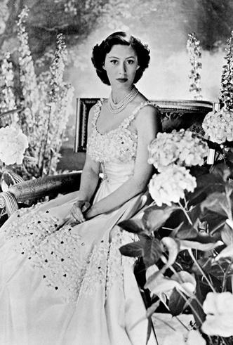 Фото №2 - Знаковые наряды принцессы Маргарет, ушедшие «с молотка»