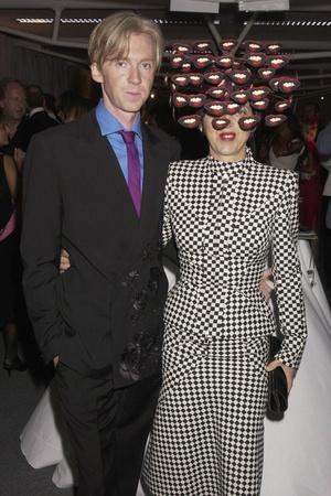Фото №6 - Безумный шляпник: самые невероятные головные уборы, созданные Филипом Трейси