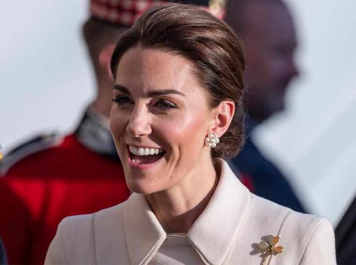 Фото №1 - Герцогиня Кейт впервые приняла военный парад