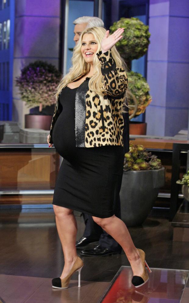 Фото №10 - Звезды, которые жутко растолстели за беременность: 10 фото