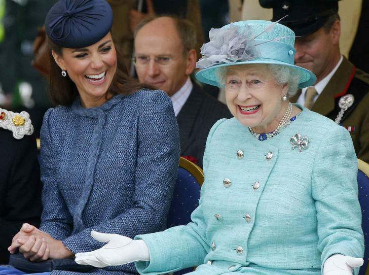 Фото №1 - Королевский выбор: общая ювелирная страсть Елизаветы и герцогини Кейт