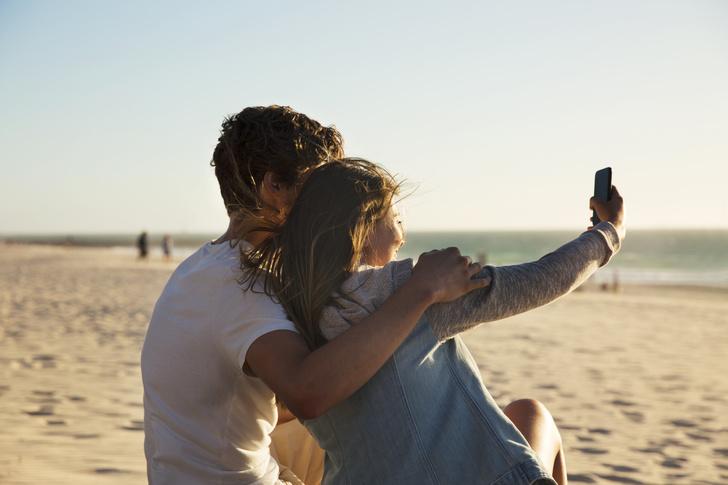 Фото №1 - Как подписать селфи с парнем: подборка самых романтичных цитат