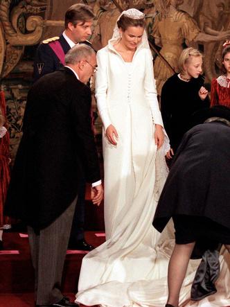 Фото №3 - Платья-близнецы: 15 слишком похожих свадебных нарядов королевских особ