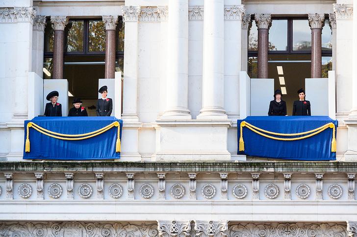 Фото №8 - Спасибо, Меган, подвинься: почему герцогиню Сассекскую уводят в тень