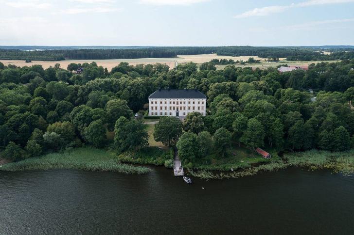 Фото №14 - Замок на берегу озера в Швеции