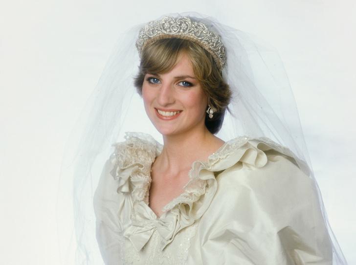 Фото №1 - Секретное свадебное платье принцессы Дианы