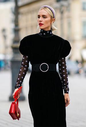 Фото №3 - Как королевские модницы носят широкие ободки (и где искать похожие)