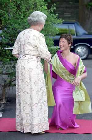 Фото №19 - Искусство реверанса: как современные принцессы и королевы приветствуют друг друга