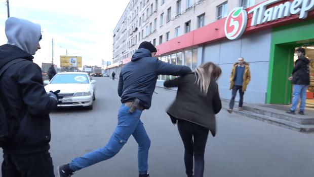 Фото №1 - Активист «Стопхама» подрался с девушкой в Петербурге. В комментариях под видео открылась бездна