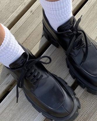 Фото №6 - Сменка в школу: самые модные и удобные лоферы и ботинки для стильных девчонок