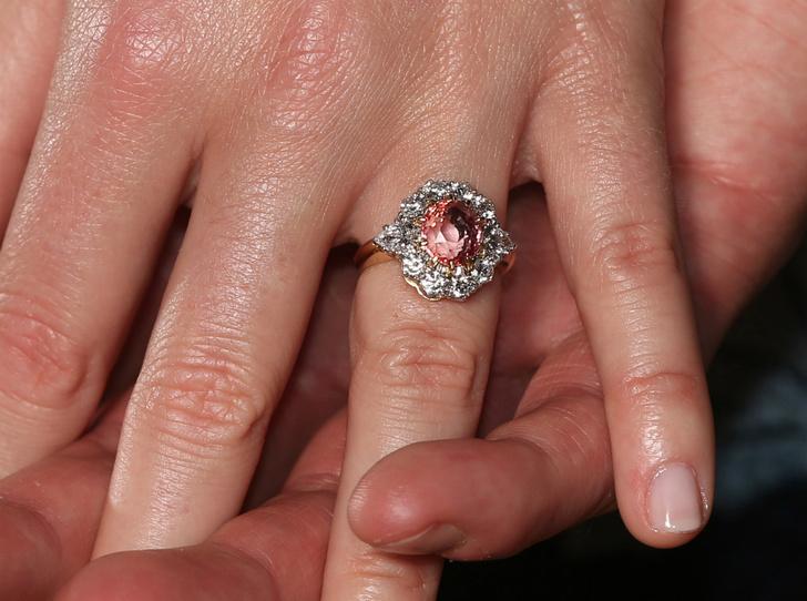 Фото №2 - Символы и знаки: секреты помолвочного кольца принцессы Евгении